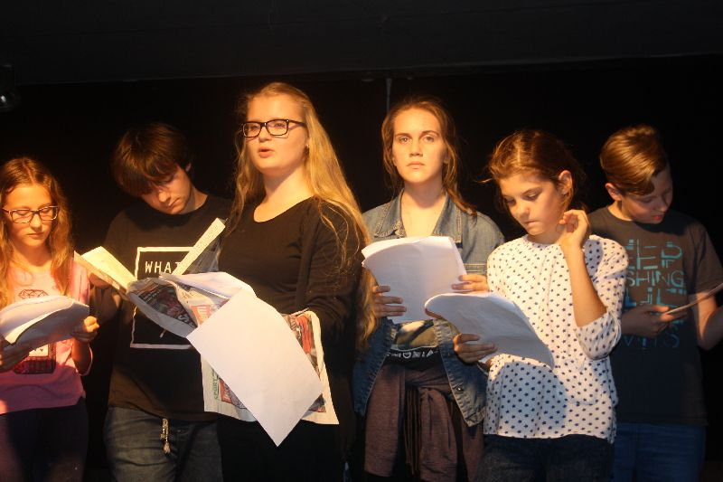 Próby najstarszej grupy kółka teatralnego